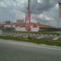 Photo taken at Tesco by Kamariah H. on 8/24/2012
