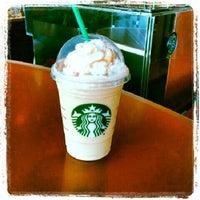 Снимок сделан в Starbucks пользователем Elio N. 7/12/2012