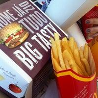 Foto tirada no(a) McDonald's por Marcos D. em 5/28/2012