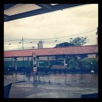 Foto tirada no(a) Choperia Clube De Tenis Catanduva por Rafael M. em 6/20/2012