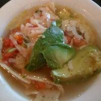 4/27/2012 tarihinde Sonya B.ziyaretçi tarafından Guero's Taco Bar'de çekilen fotoğraf