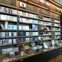 Photo prise au Tsutaya Books par Yasuko le8/20/2012