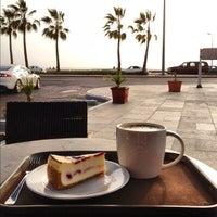 Photo taken at Starbucks by Dmitriy G. on 4/19/2012