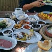 Photo taken at Sapanca Göl Evi Restaurant by Serdar H. on 7/7/2012