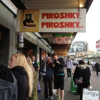 Foto tomada en Piroshky Piroshky por Lindsay C. el 5/24/2012
