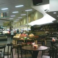 Foto tirada no(a) Sonda Supermercado por RAQUEL C. em 7/27/2012