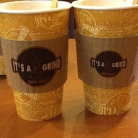 Снимок сделан в It's A Grind Coffee House пользователем Rosie G. 6/13/2012