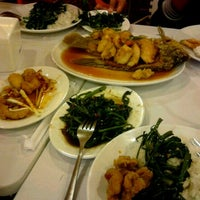 Photo taken at D'Cost Seafood by SemaBingga on 6/15/2012