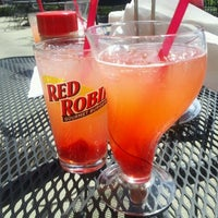 Photo taken at Red Robin Gourmet Burgers by Yasmeen A. on 4/13/2012