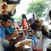 Photo taken at Restoran Murni Discovery by Mohd Z. on 6/27/2012