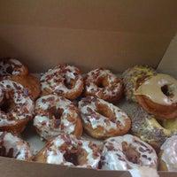 Photo prise au Dynamo Donut & Coffee par Jane C. le5/6/2012