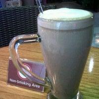 Photo taken at The Coffee Bean & Tea Leaf by sita m. on 3/26/2012