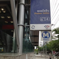 Photo taken at MRT Phahon Yothin (PHA) by Tanaphat S. on 5/25/2012