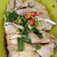 Photo taken at Restoran Lou Wong Tauge Ayam KueTiau (老黄芽菜鸡沙河粉) by Karen C. on 8/18/2012