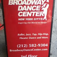 Foto scattata a Broadway Dance Center da Gabriela A. il 6/24/2012