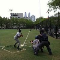 Photo prise au DeWitt Clinton Park par Ross B. le4/23/2012