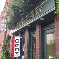 Foto scattata a Queen City Creamery da Stacy il 7/9/2012
