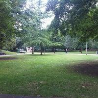 Das Foto wurde bei Taunusanlage von Fabian B. am 8/6/2012 aufgenommen