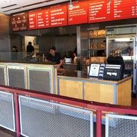 Foto scattata a Chipotle Mexican Grill da Kevin J. il 3/15/2012