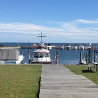 Photo taken at Bayside Clam Bar & Grill by Lindsay on 9/10/2012