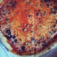 6/29/2012 tarihinde Maureenziyaretçi tarafından Paula & Monica's Pizzeria'de çekilen fotoğraf