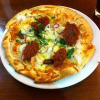 Photo taken at GPK (Gourmet Pizza Kitchen) by Guilherme B. on 7/21/2012