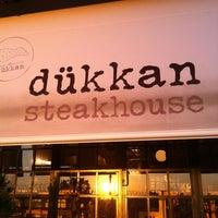 8/26/2012 tarihinde Tuğçeziyaretçi tarafından Dükkan Steakhouse'de çekilen fotoğraf