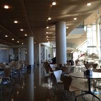 Foto diambil di MIT Sloan School of Management, Building E-62 oleh Tanmay K. pada 2/26/2012