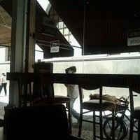 Foto diambil di Caffè Latte oleh Joao D. pada 3/6/2012