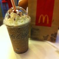 Photo taken at McDonald's / McCafé by Wen Jie K. on 8/28/2012