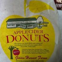 รูปภาพถ่ายที่ Golden Harvest Farms โดย John K. เมื่อ 7/1/2012