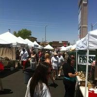 Foto tirada no(a) Fresh52 Farmers Market por Cash C. em 5/20/2012
