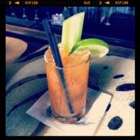 Foto tomada en Double Trouble Caffeine & Cocktails por Jorge G. el 2/19/2012