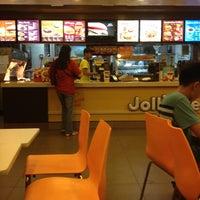 Photo taken at Jollibee / Greenwich Pizza by Reg R. on 6/13/2012