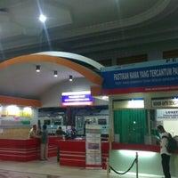 Photo taken at Stasiun Purwokerto by Hana Satya H. on 7/3/2012