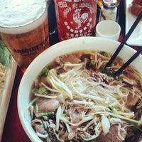 Foto scattata a OB Noodle House & Sake Bar da Kerry D. il 8/7/2012