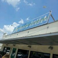 รูปภาพถ่ายที่ Mother's Cafe & Garden โดย Mikey R. เมื่อ 5/20/2012