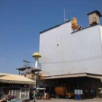 Photo taken at โรงงานอาหารสัตว์เบทาโกร นครปฐม by Tonhok U. on 4/17/2012