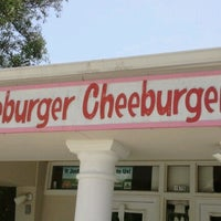 Photo taken at Cheeburger Cheeburger by Ilsa S. on 7/29/2012