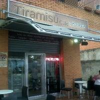 Photo taken at Tiramisú Cafe by Alfredo G. on 3/20/2012