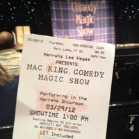 Foto tirada no(a) The Mac King Comedy Magic Show por Edwina em 3/29/2012