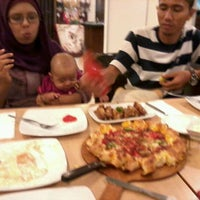Photo taken at Pizza Hut by Ricky R. on 3/10/2012