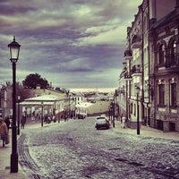 Снимок сделан в Андреевский спуск пользователем Mykhailo H. 9/7/2012