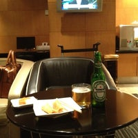Photo taken at PURA INDAH First & Business Class Lounge by Daewook Ban on 9/5/2012