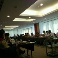 5/29/2012 tarihinde Chulin [.ziyaretçi tarafından Bangkok Room (17F)'de çekilen fotoğraf