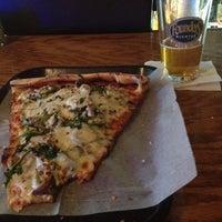 4/18/2012 tarihinde Trevor J.ziyaretçi tarafından Cameli's Gourmet Pizza Joint'de çekilen fotoğraf