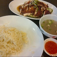 Photo taken at BB Hailam Chicken Rice by Mannix W. on 8/15/2012