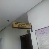 Photo taken at Mahkamah Tinggi Shah Alam by Izhan I. on 8/28/2012