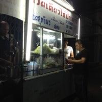 4/19/2012 tarihinde paer s.ziyaretçi tarafından ก๋วยเตี๋ยวไก่ป้าเยาว์'de çekilen fotoğraf
