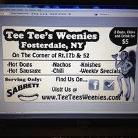 Photo taken at Tee Tees Weenies by Joey T. on 9/4/2012